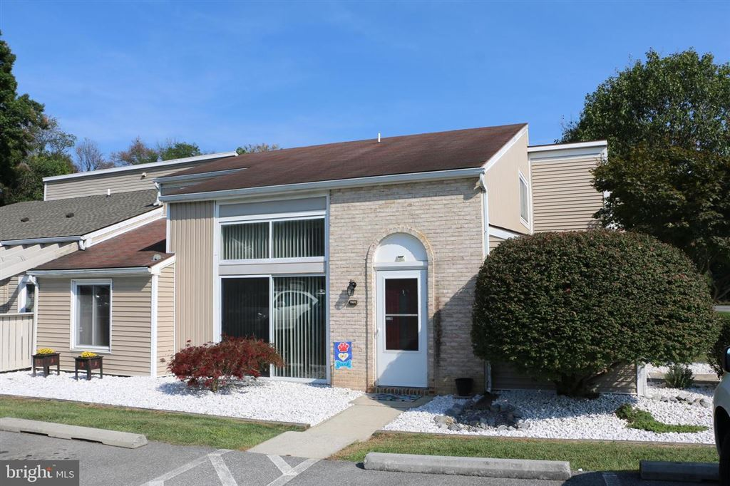 Photo for 1501 KENSINGTON DR, HAGERSTOWN, MD 21742 (MLS # MDWA167752)