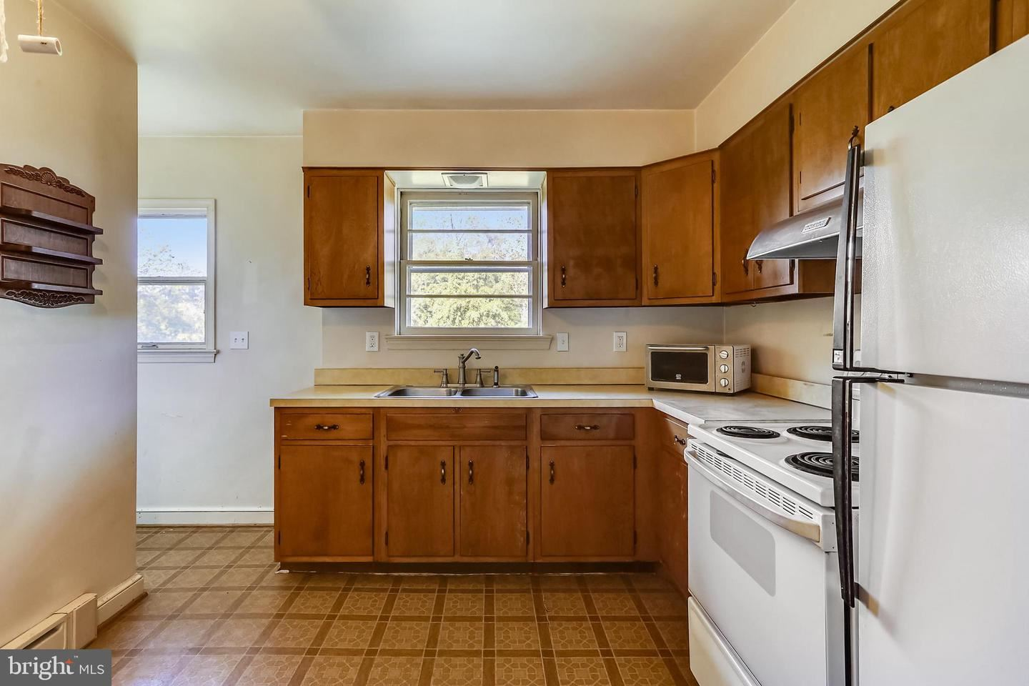 Photo of 1904 FOREST DALE DR, SILVER SPRING, MD 20903 (MLS # MDMC2020756)