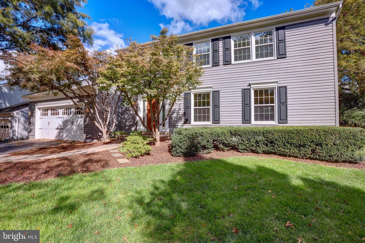 Photo of 3213 GRASSMERE CT, HERNDON, VA 20171 (MLS # VAFX1161758)