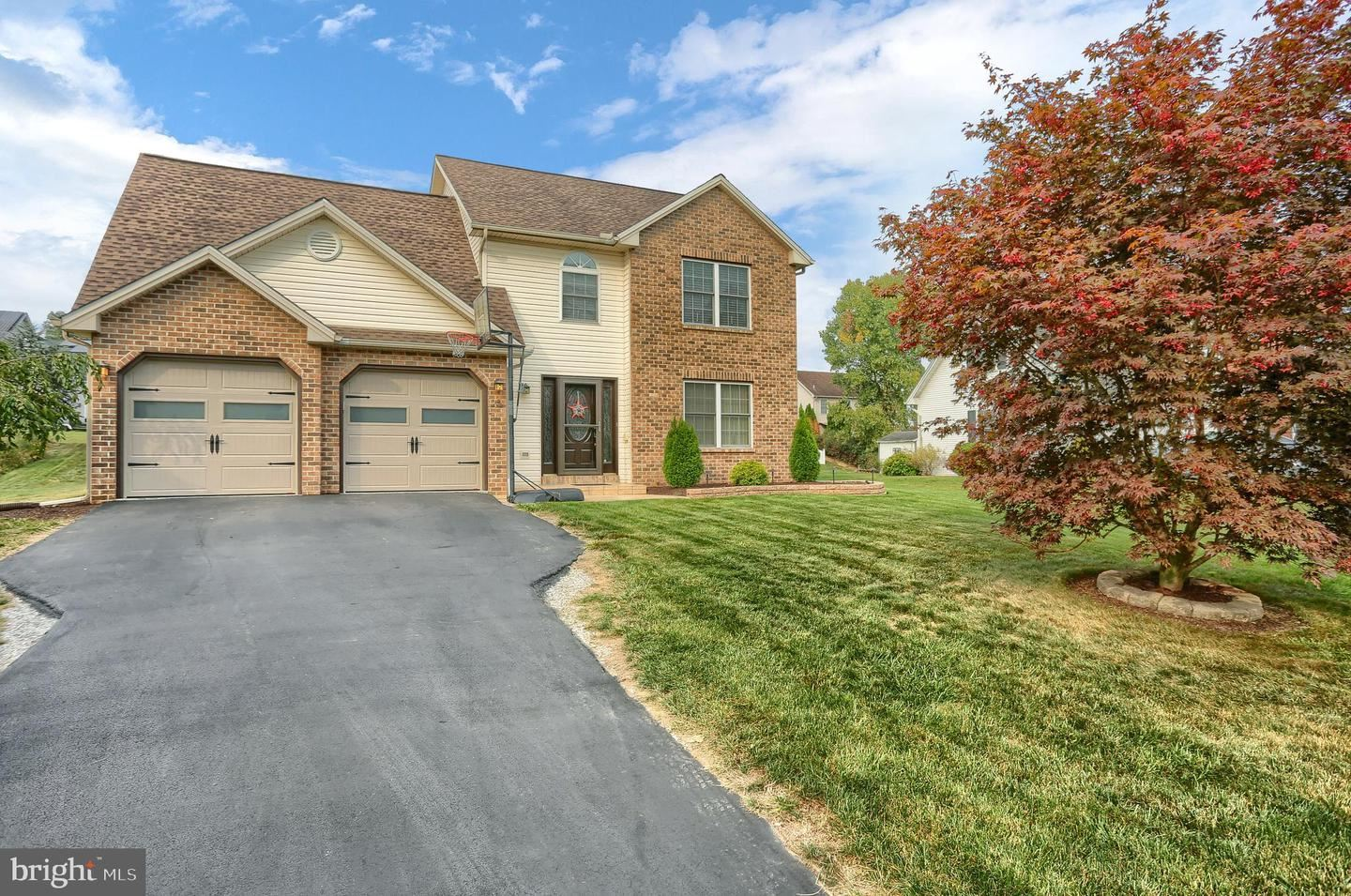 Photo of 25 WOODVIEW DR, MOUNT HOLLY SPRINGS, PA 17065 (MLS # PACB128760)
