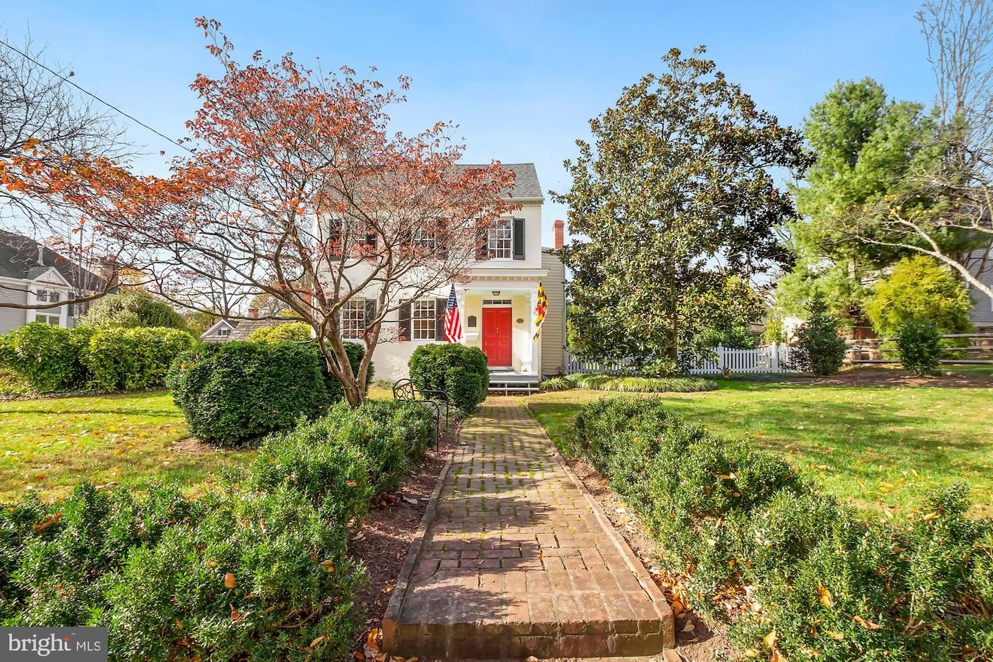 Photo of 307 GREAT FALLS RD, ROCKVILLE, MD 20850 (MLS # MDMC742762)