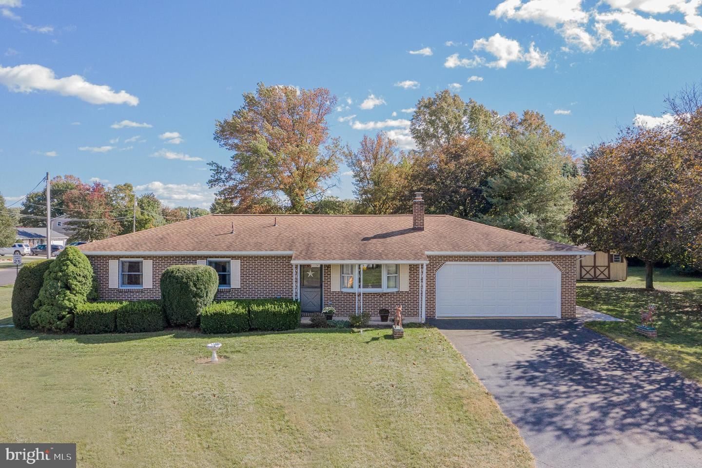 Photo of 101 W HUNTER RD, CARLISLE, PA 17015 (MLS # PACB128762)