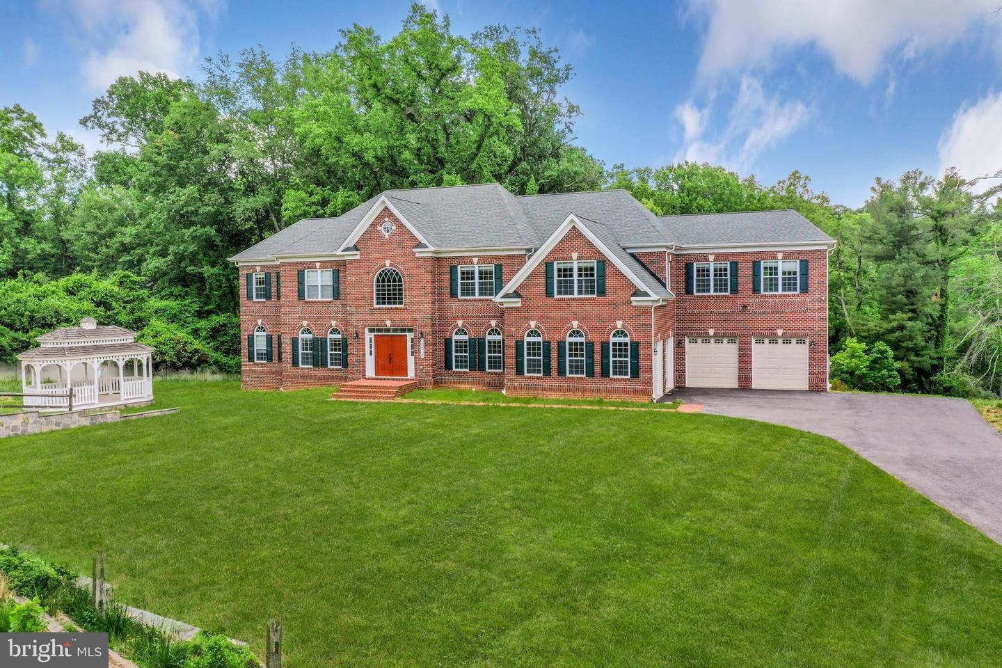 Photo of 13217 QUERY MILL RD, NORTH POTOMAC, MD 20878 (MLS # MDMC761764)