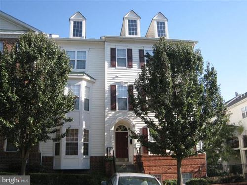 Photo of 1597 LEEDS CASTLE DR #202, VIENNA, VA 22182 (MLS # VAFX1169774)
