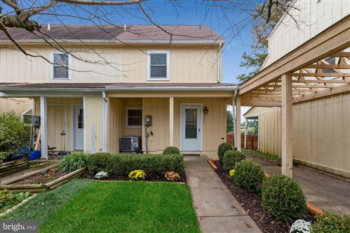 Photo of 11914 ROAN LN, NORTH POTOMAC, MD 20878 (MLS # MDMC728776)
