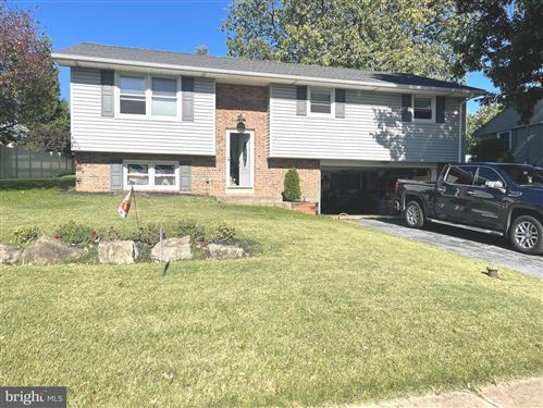 Photo of 337 VALLEY VIEW DR, NEW HOLLAND, PA 17557 (MLS # PALA2006784)