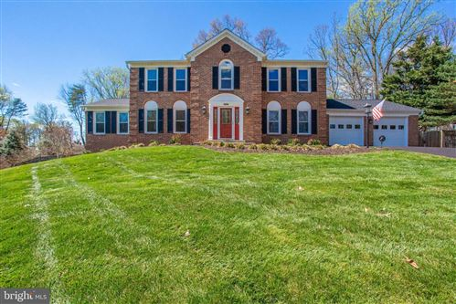 Photo of 11694 HOLLYVIEW DR, GREAT FALLS, VA 22066 (MLS # VAFX1120794)