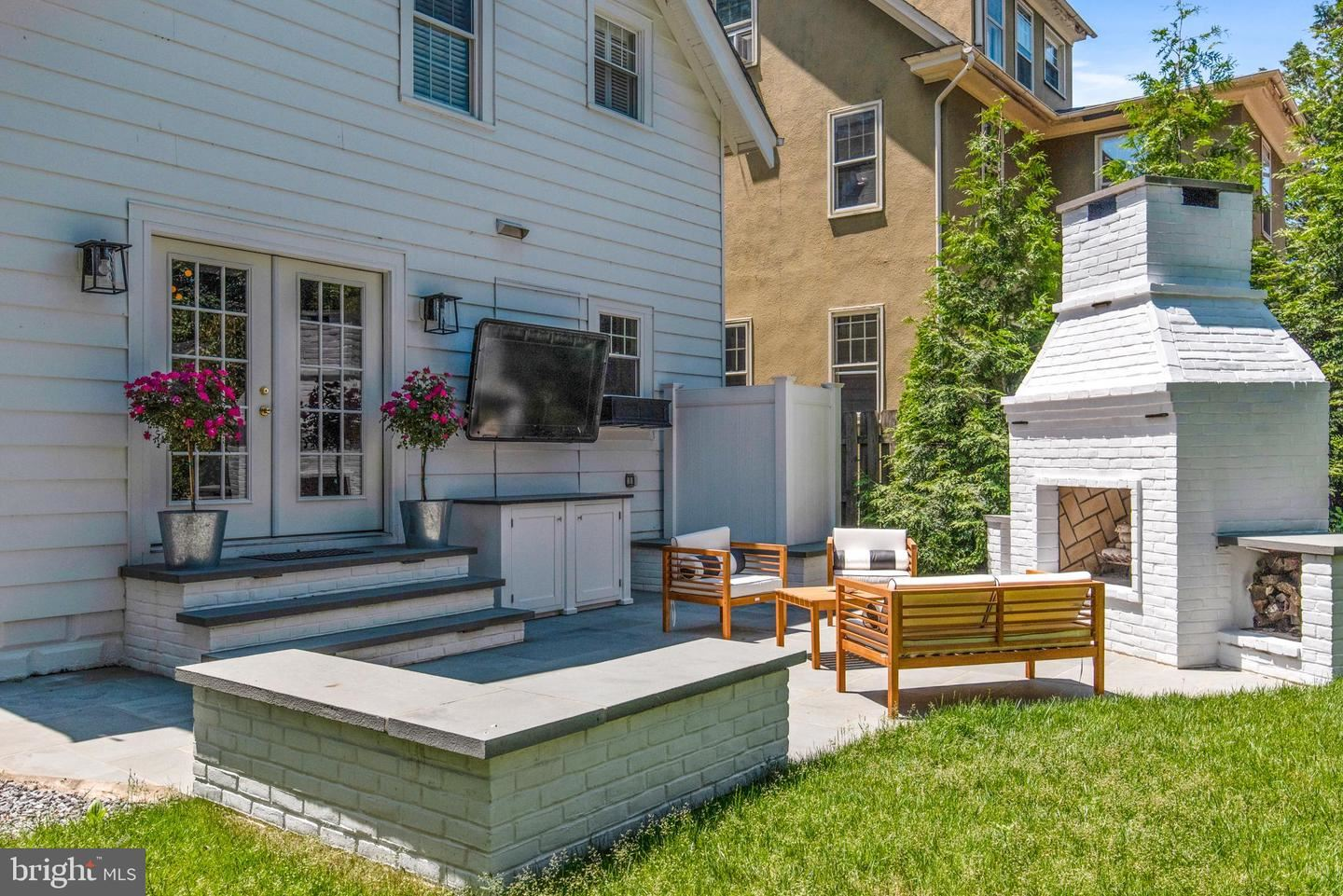 Photo of 70 SOUTHGATE AVE, ANNAPOLIS, MD 21401 (MLS # MDAA466810)