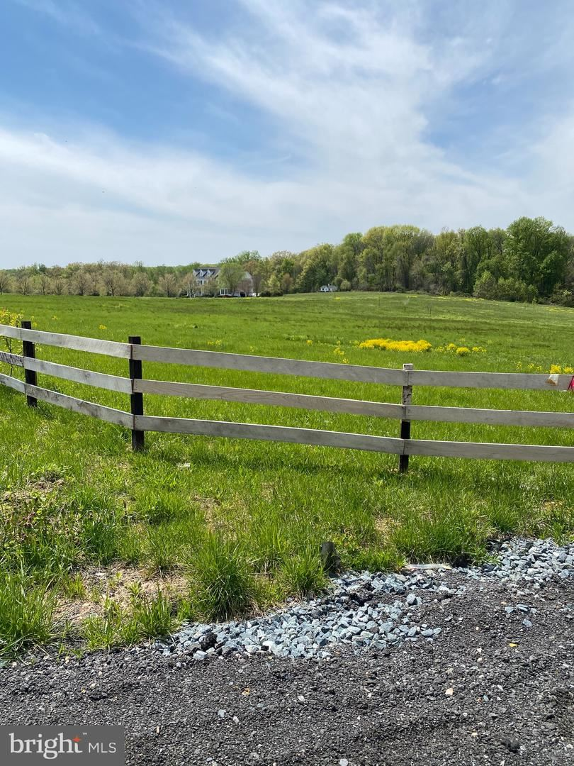 Photo of 18450 CATTAIL RD, POOLESVILLE, MD 20837 (MLS # MDMC753818)
