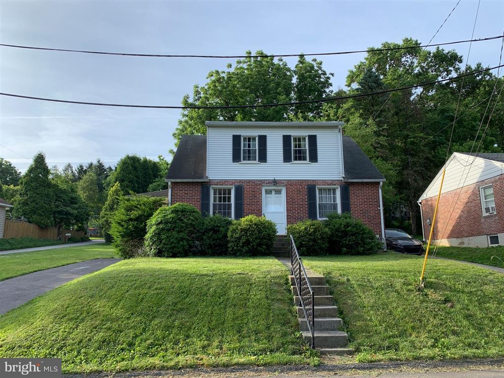 Photo for 586 HILLCREST RD, YORK, PA 17403 (MLS # PAYK118836)