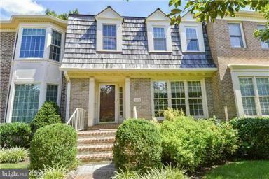 Photo of 5726 BREWER HOUSE CIR, ROCKVILLE, MD 20852 (MLS # MDMC757838)