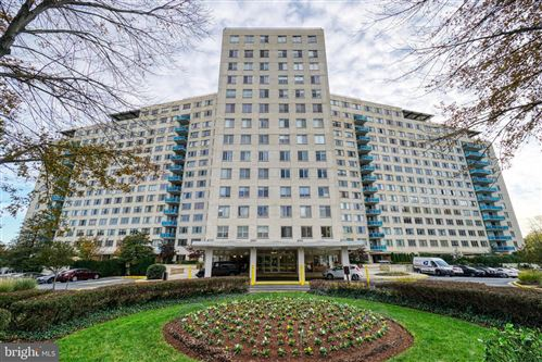 Photo of 10500 ROCKVILLE PIKE #414, ROCKVILLE, MD 20852 (MLS # MDMC722848)