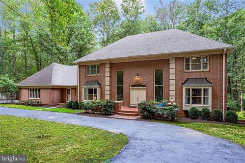 Photo of 642 SPRINGVALE RD, GREAT FALLS, VA 22066 (MLS # VAFX1112860)