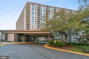Photo of 5225 POOKS HILL RD #1501 S, BETHESDA, MD 20814 (MLS # MDMC686866)