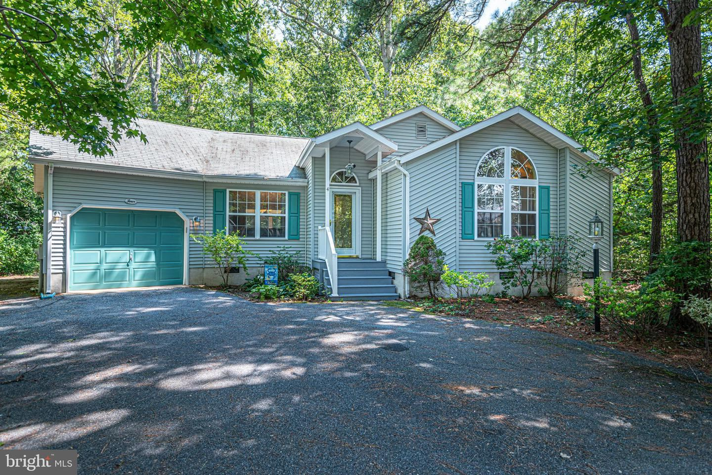 Photo of 4 BREEZEWAY LN, OCEAN PINES, MD 21811 (MLS # MDWO115878)