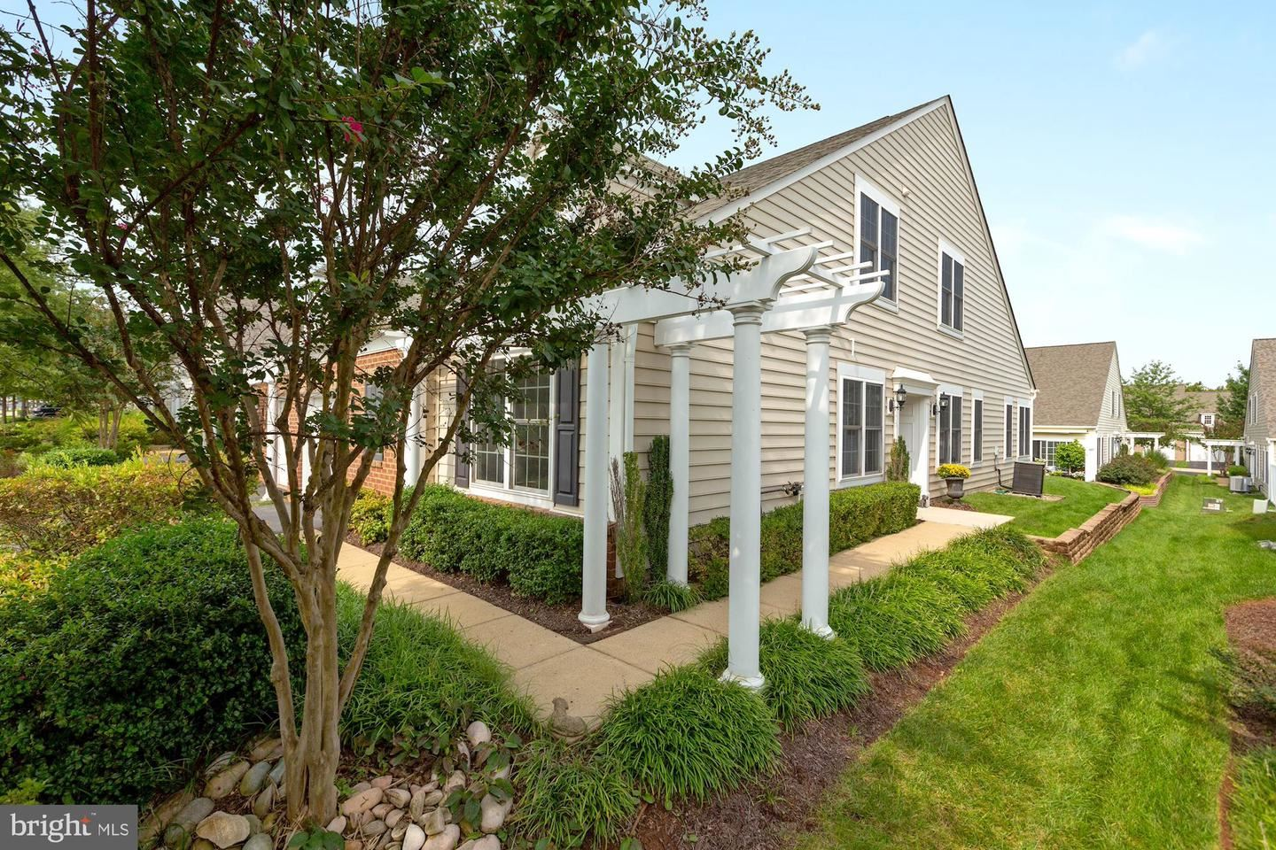 Photo of 44424 ADARE MANOR SQ, ASHBURN, VA 20147 (MLS # VALO421882)