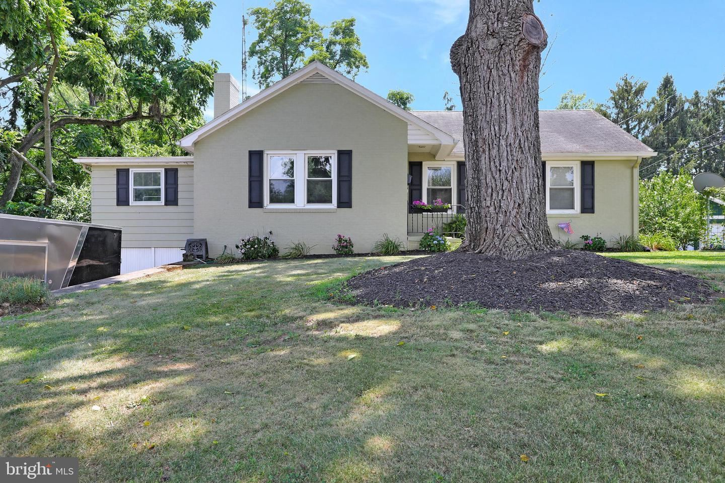 Photo of 215 E MAGNOLIA AVE, HAGERSTOWN, MD 21742 (MLS # MDWA2000894)