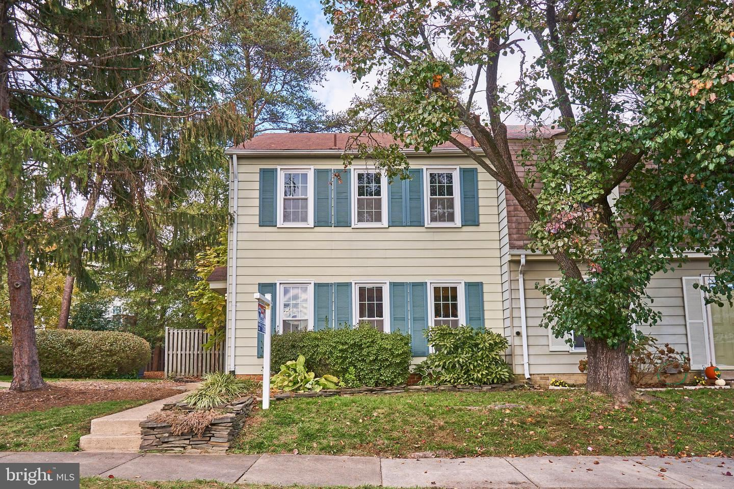 Photo for 6576 YADKIN CT, ALEXANDRIA, VA 22310 (MLS # VAFX1098898)
