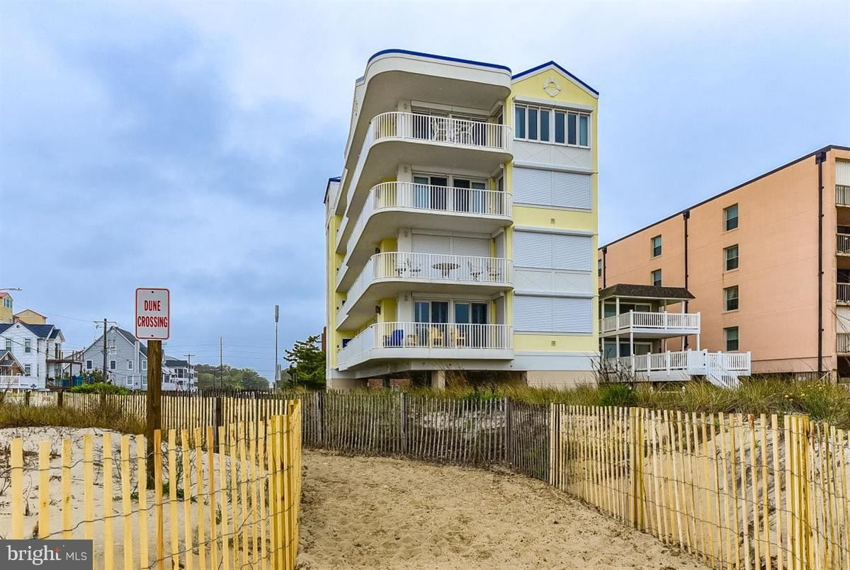 Photo for 14100 WIGHT ST #401, OCEAN CITY, MD 21842 (MLS # MDWO113900)