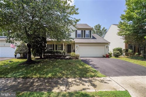 Photo of 25525 UPPER CLUBHOUSE DR, CHANTILLY, VA 20152 (MLS # VALO2002904)