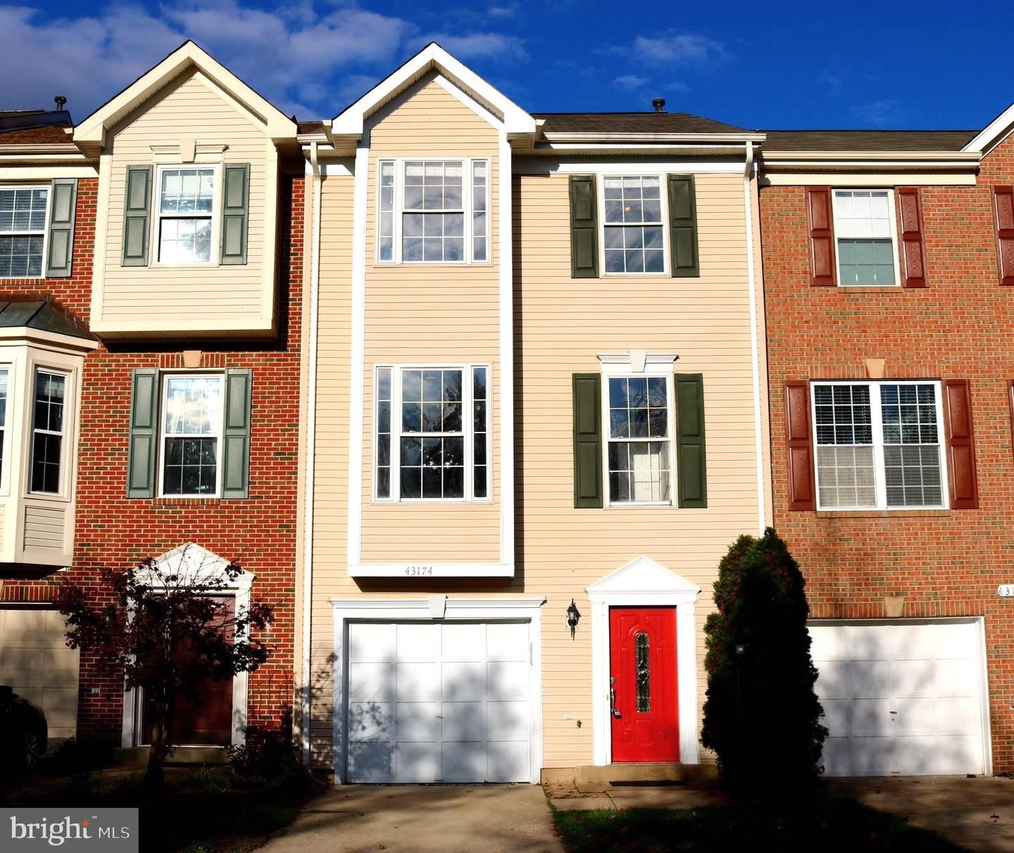 Photo of 43174 LAWNSBERRY SQ, ASHBURN, VA 20147 (MLS # VALO424910)
