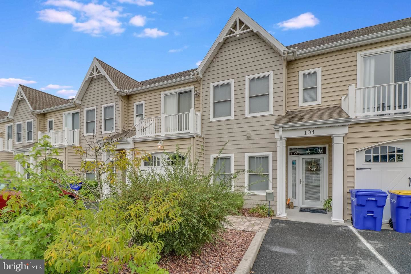 Photo of 2 SMITHFIELD CT #104, OCEAN VIEW, DE 19970 (MLS # DESU165912)