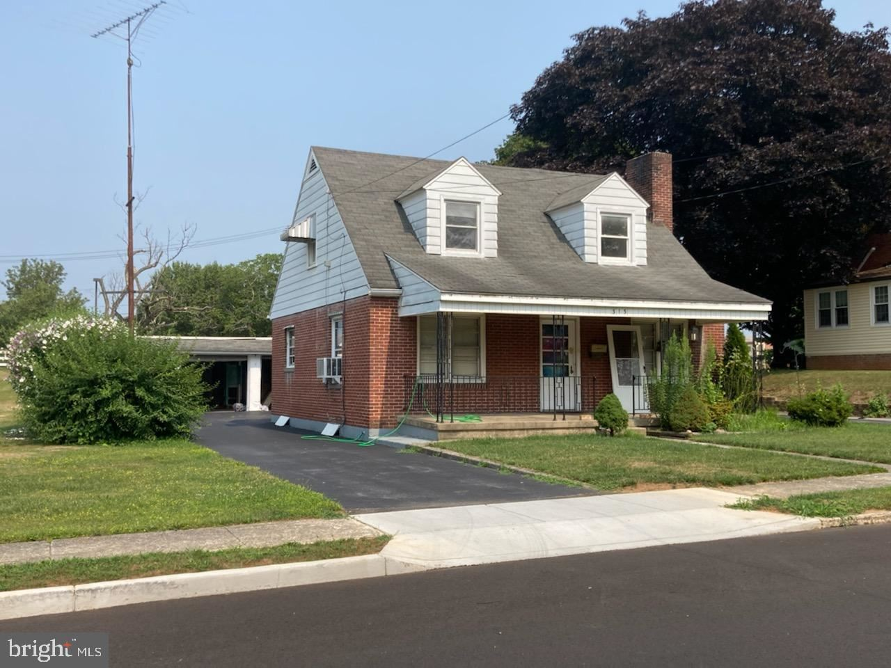 Photo of 313 NOTTINGHAM RD, HAGERSTOWN, MD 21740 (MLS # MDWA2000912)