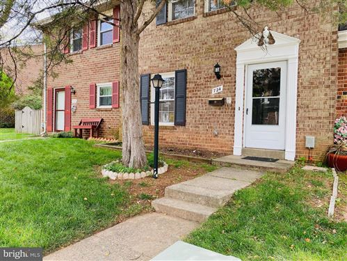 Photo of 724 COLONIAL AVE, STERLING, VA 20164 (MLS # VALO2008914)