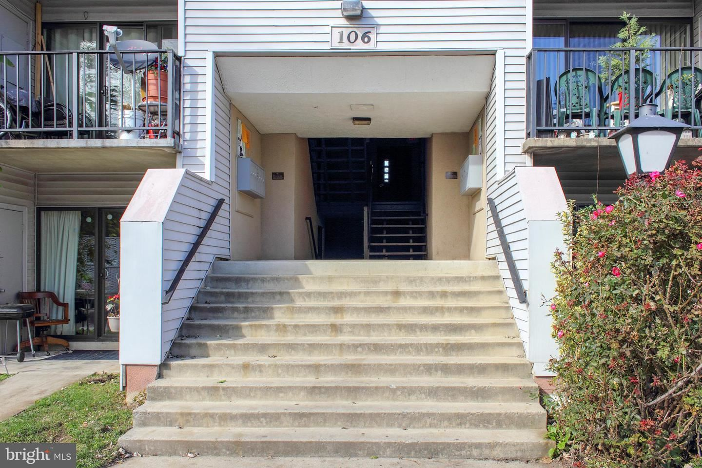 Photo of 106 DUVALL LN #43-103, GAITHERSBURG, MD 20877 (MLS # MDMC735914)