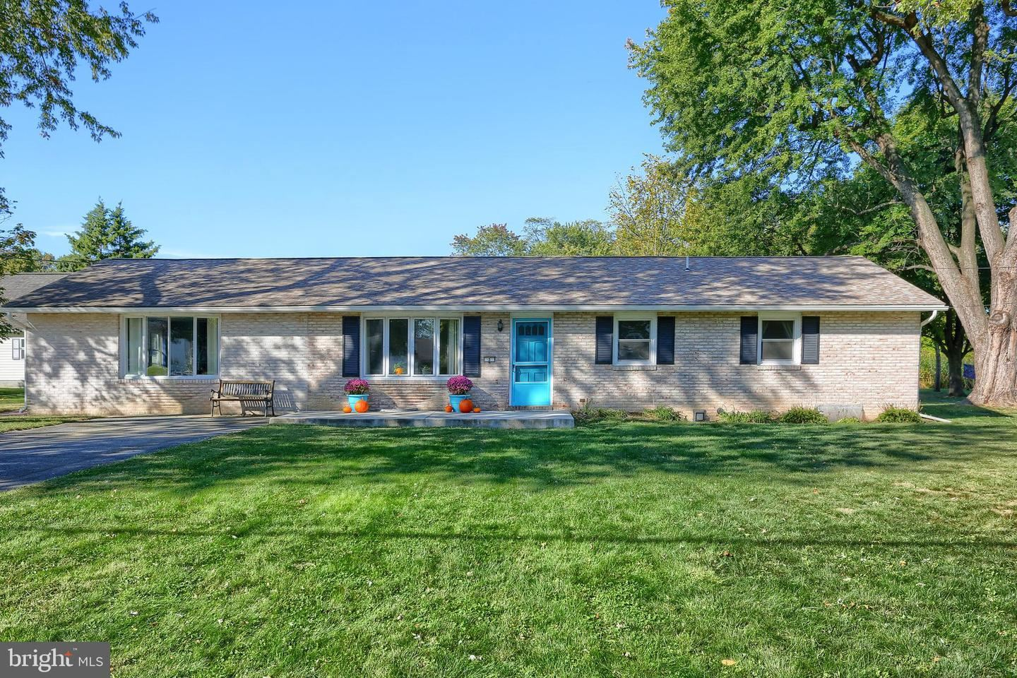 Photo of 3 MOORELAND AVE, MOUNT HOLLY SPRINGS, PA 17065 (MLS # PACB128916)