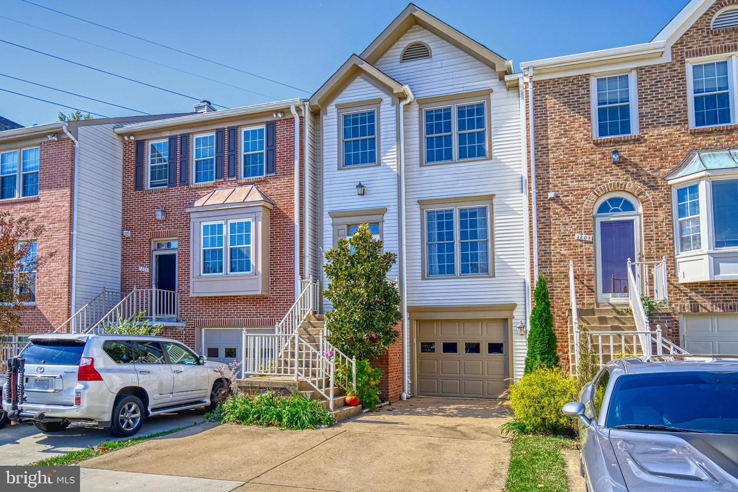 Photo of 1205 BOND ST, HERNDON, VA 20170 (MLS # VAFX1161916)