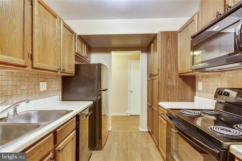 Photo of 8 RUSSELL AVE #304, GAITHERSBURG, MD 20877 (MLS # MDMC739922)