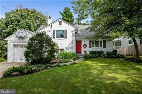 Photo of 5617 NAMAKAGAN RD, BETHESDA, MD 20816 (MLS # MDMC741936)
