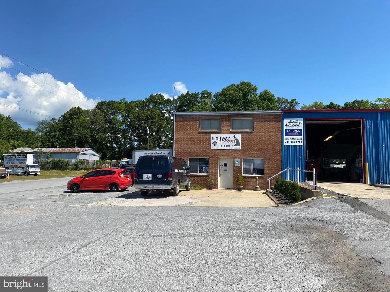 Photo of 625 W MAIN ST, PURCELLVILLE, VA 20132 (MLS # VALO439938)