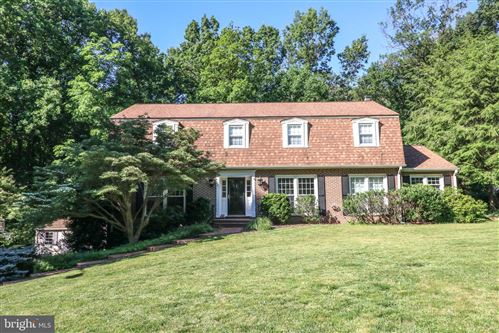 Photo of 1724 FOX RUN CT, VIENNA, VA 22182 (MLS # VAFX1139940)