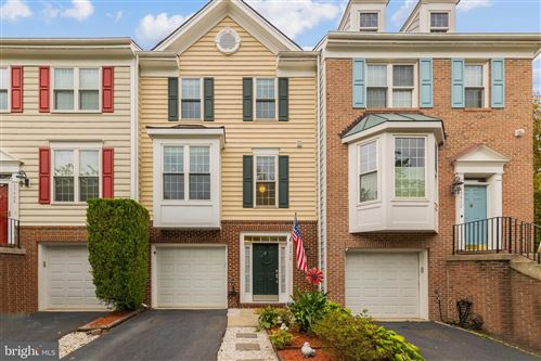 Photo of 25410 UPPER CLUBHOUSE DR, CHANTILLY, VA 20152 (MLS # VALO2008948)
