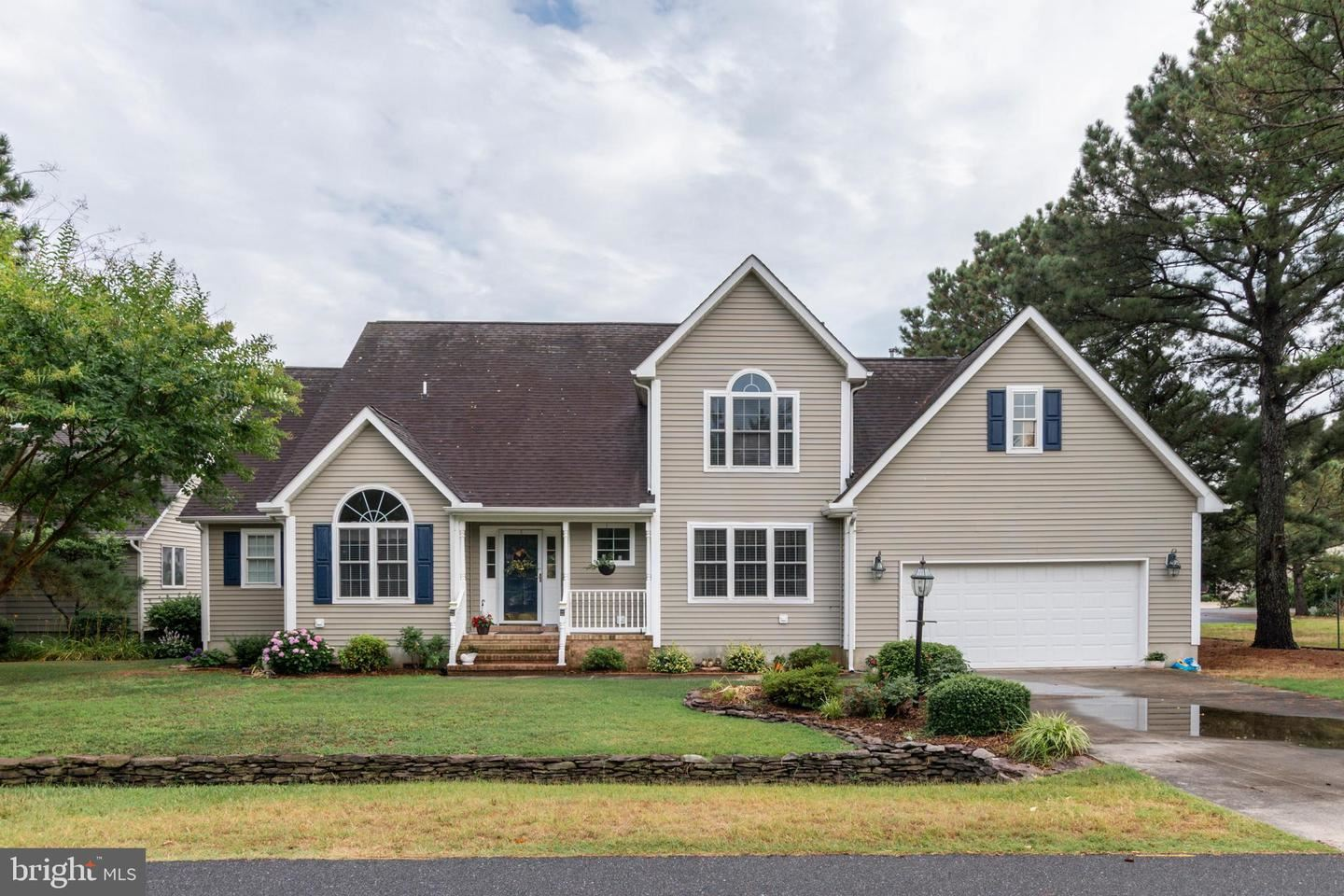 Photo of 36 LOOKOUT POINT, OCEAN PINES, MD 21811 (MLS # MDWO114948)