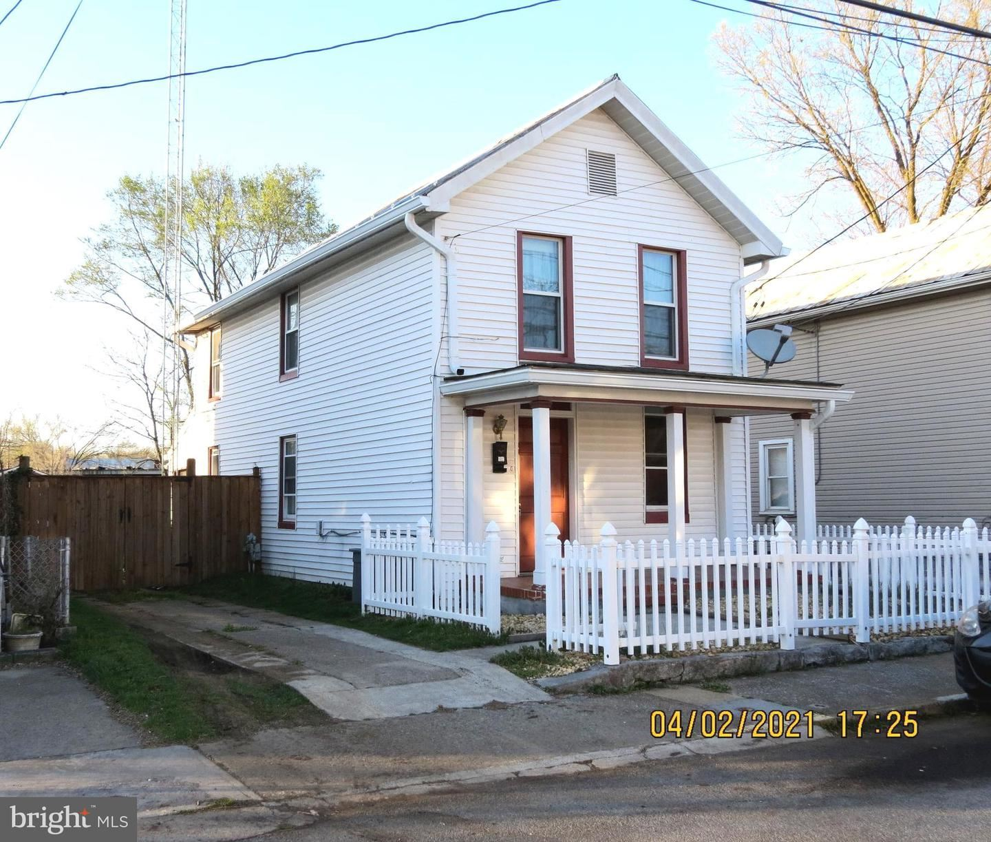 Photo for 112 FIVE POINT AVE, MARTINSBURG, WV 25404 (MLS # WVBE184948)