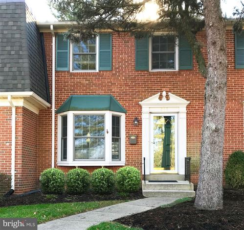 Photo of 263 COMMONS DR NW, VIENNA, VA 22180 (MLS # VAFX1106950)