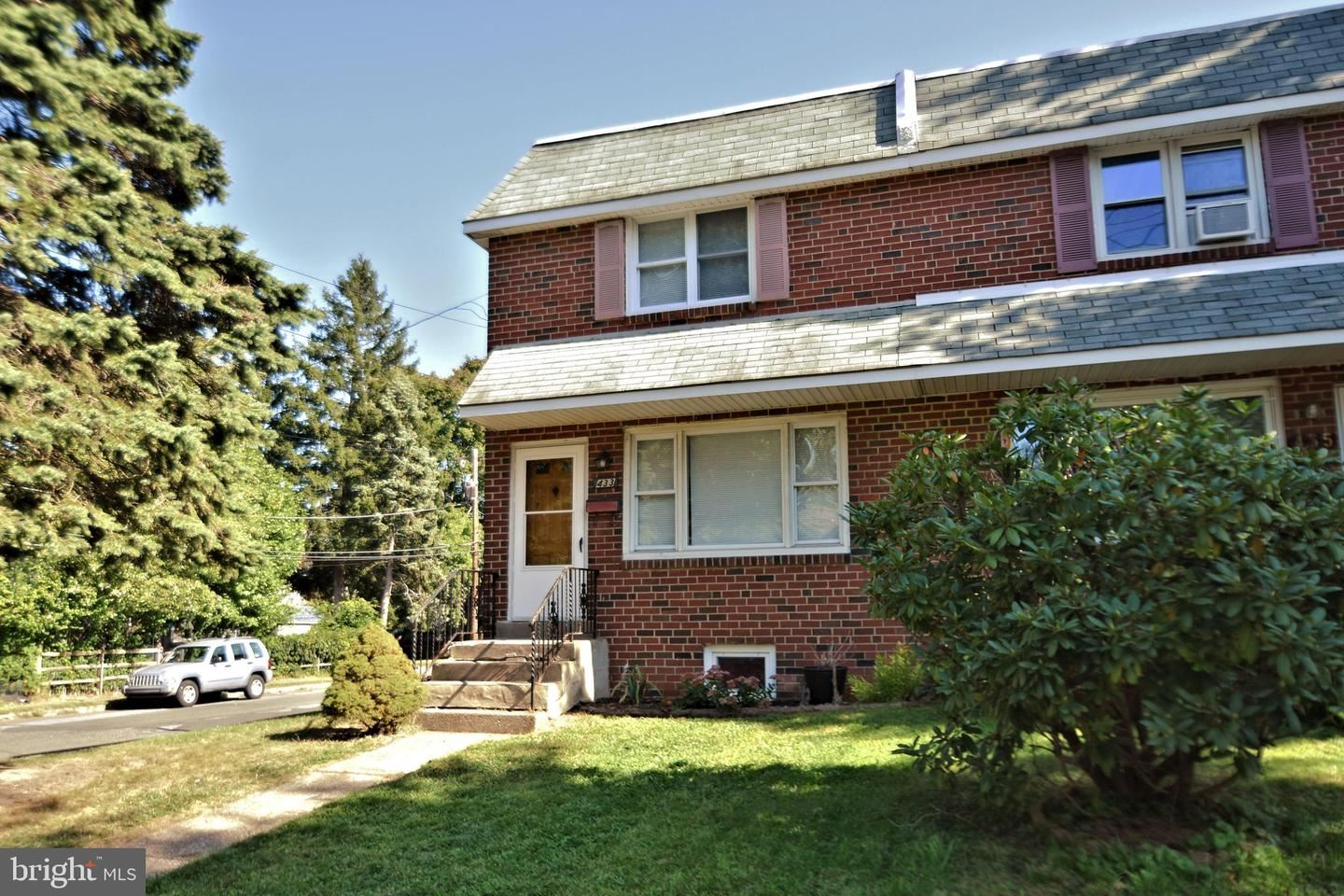 Photo of 433 E 3RD ST, LANSDALE, PA 19446 (MLS # PAMC664950)