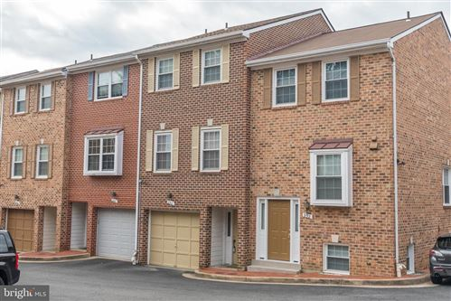 Photo of 950 S ROLFE ST, ARLINGTON, VA 22204 (MLS # VAAR165954)