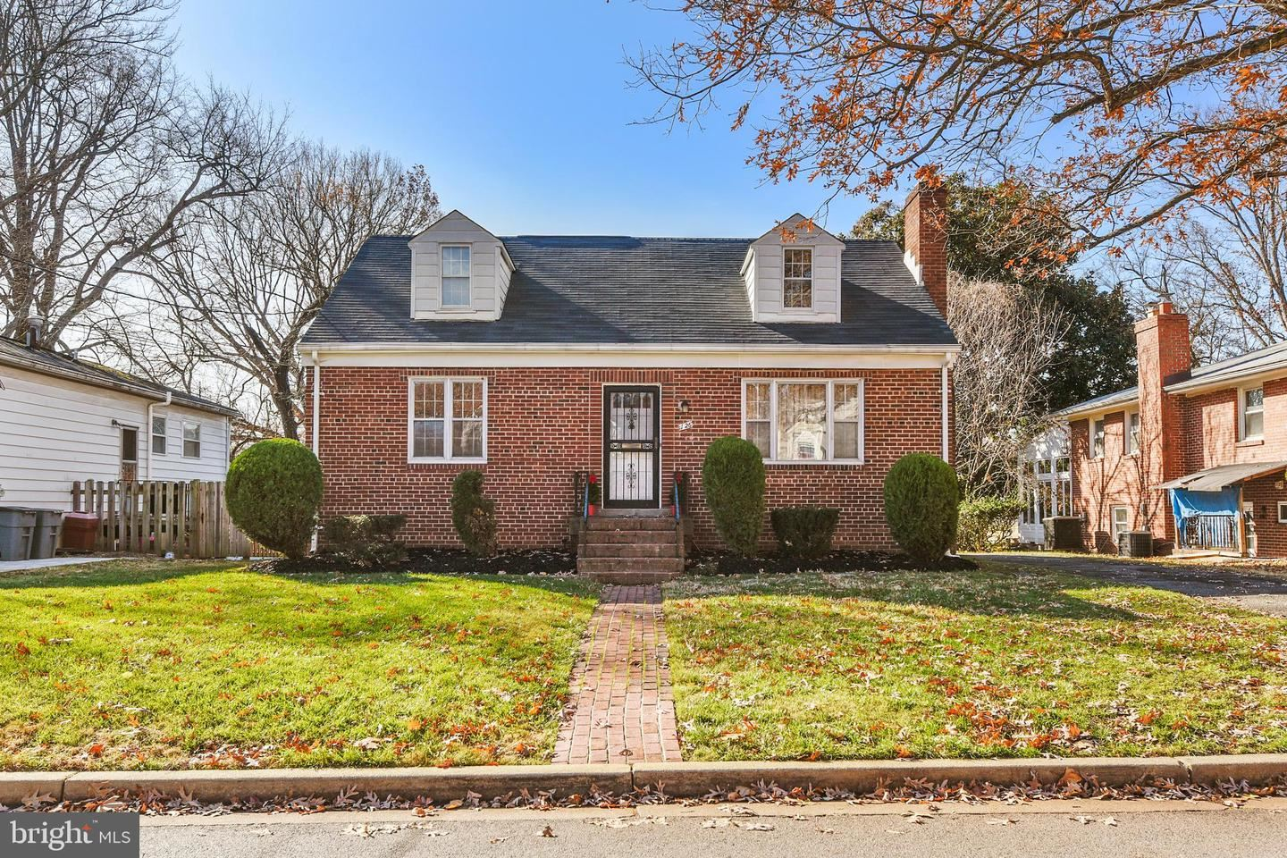 Photo for 126 RITCHIE AVE, SILVER SPRING, MD 20910 (MLS # MDMC688954)