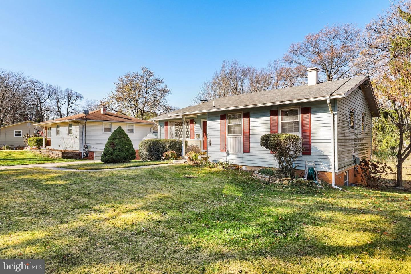 Photo of 14404 GAINES AVE, ROCKVILLE, MD 20853 (MLS # MDMC735954)