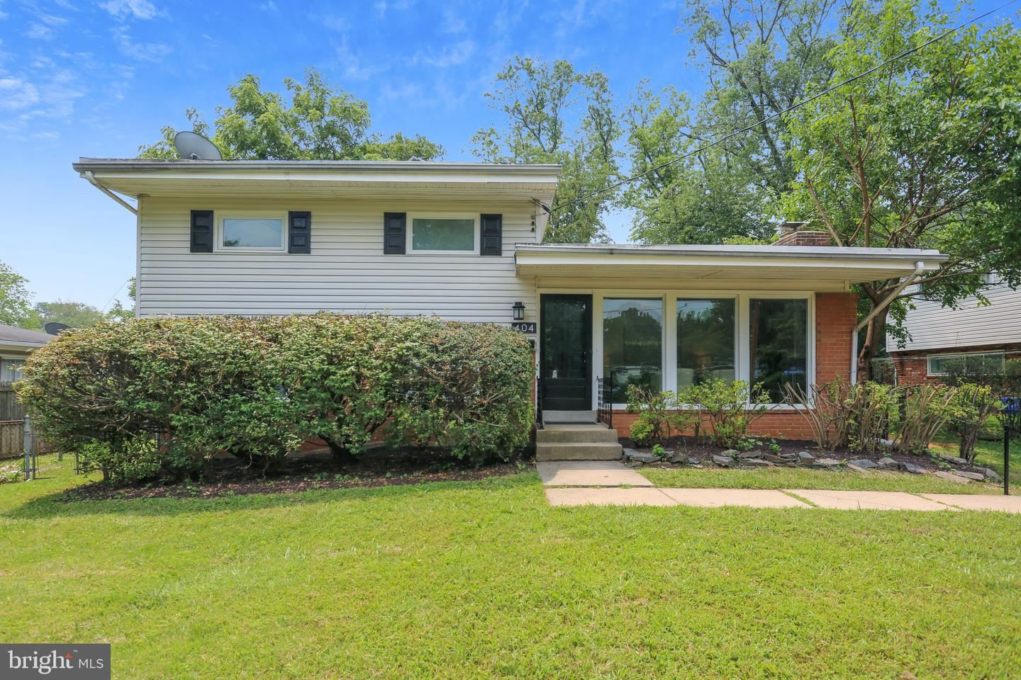 Photo of 404 GRUENTHER AVE, ROCKVILLE, MD 20851 (MLS # MDMC2006956)