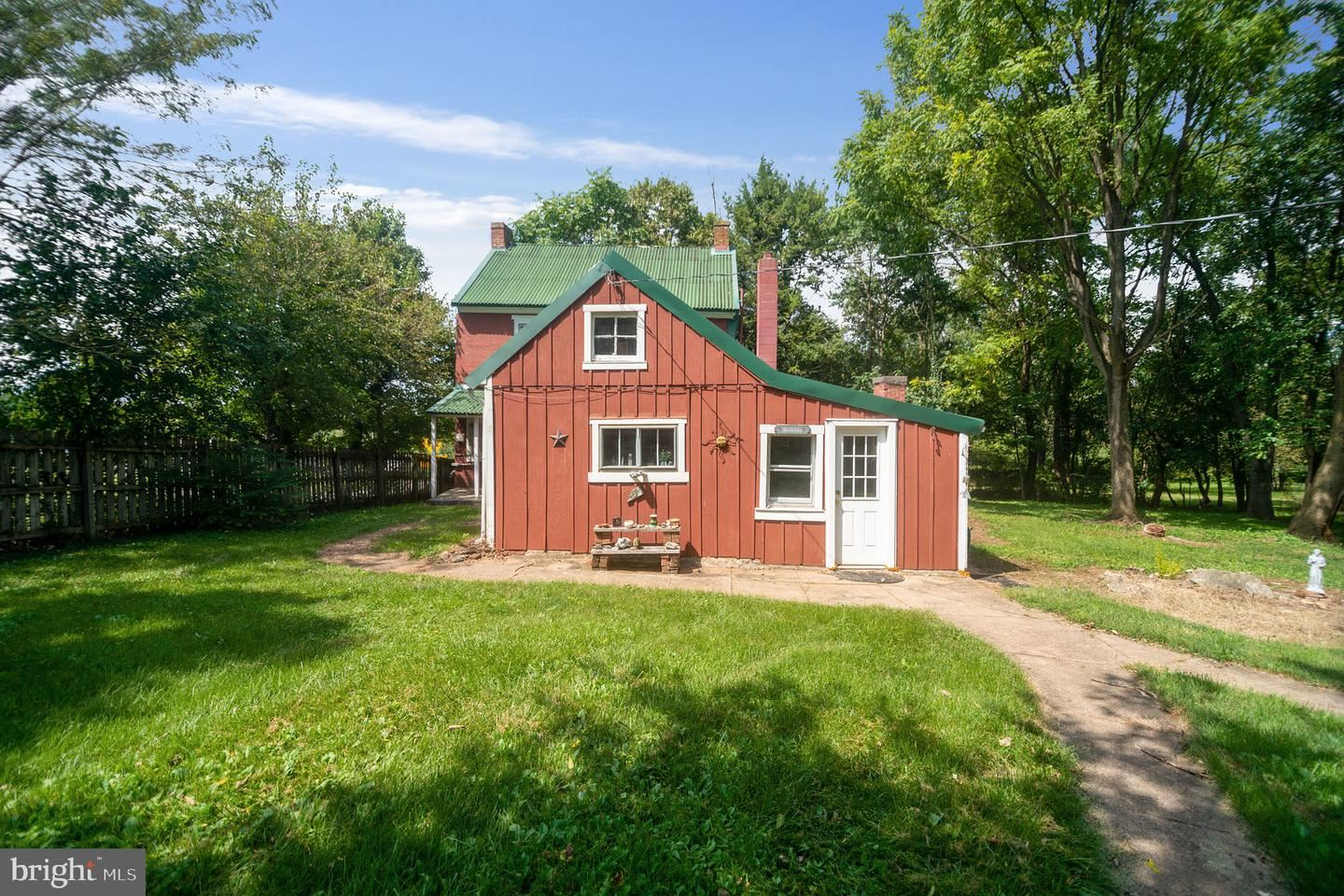Photo of 8619 MAPLEVILLE RD, BOONSBORO, MD 21713 (MLS # MDWA179956)