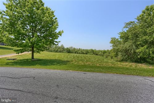 Photo of 140 AUTUMN LEAF LN, MANHEIM, PA 17545 (MLS # PALA162958)