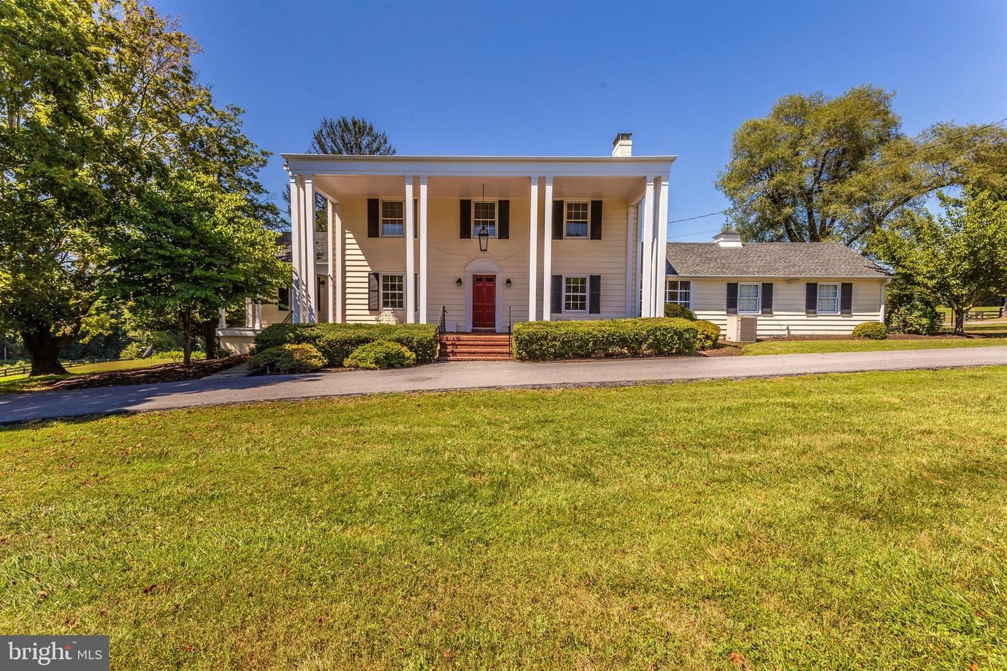 Photo of 23111 WHITES FERRY RD, DICKERSON, MD 20842 (MLS # MDMC744960)
