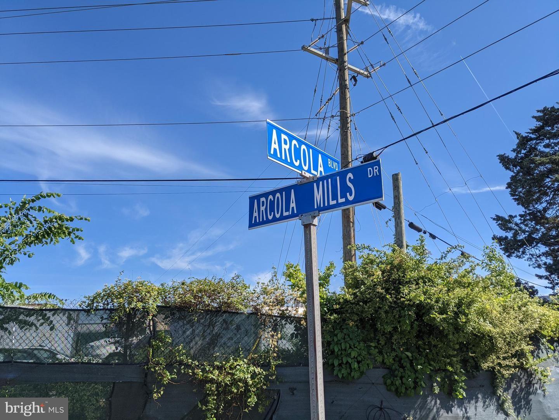 Photo of 24929 ARCOLA MILLS DR, STERLING, VA 20166 (MLS # VALO440960)