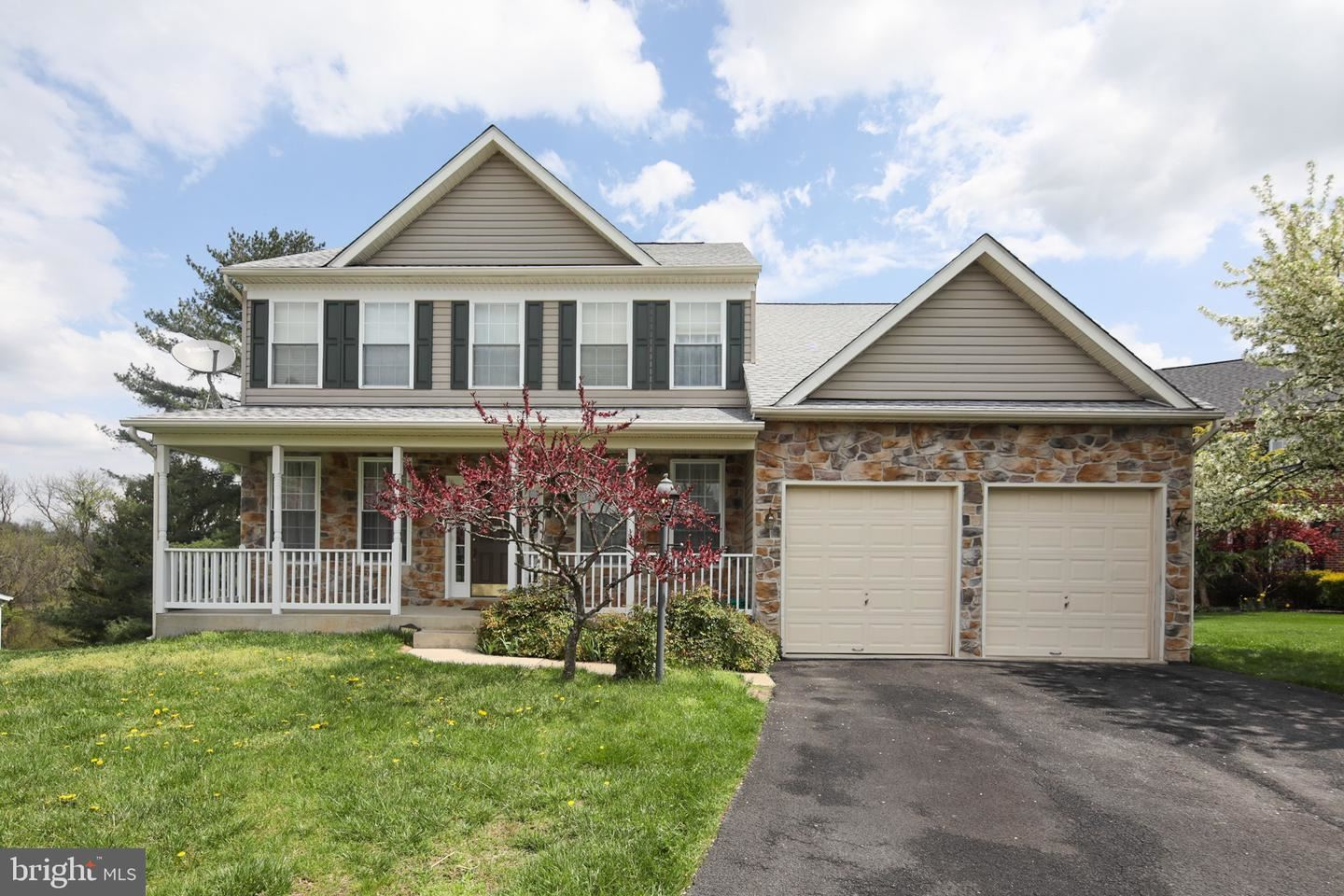 Photo of 11118 EAGLETRACE DR, NEW MARKET, MD 21774 (MLS # MDFR280962)