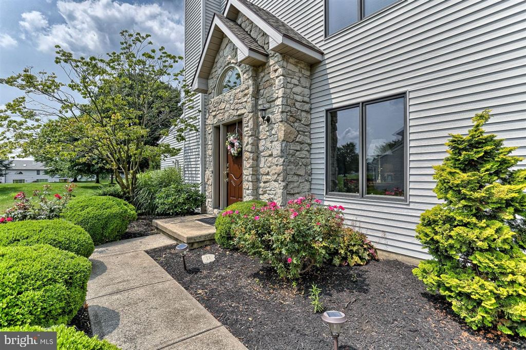 Photo for 2639 FAIRWAY DR, YORK, PA 17402 (MLS # PAYK120968)